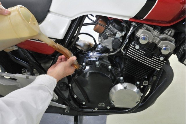 benefits of motorcycle oil